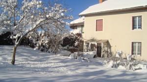 Vue extérieure du gite en hiver